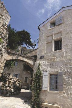 Des petites ruelles provençales typiques permettent d'accéder à la maison