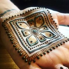Best Indian Mehndi Designs - Mehndi or Henna is a form of body art based on dyes prepared from the plant called Lawsonia inermis. Indian Mehndi Designs, Mehndi Designs 2018, Modern Mehndi Designs, Mehndi Design Photos, Wedding Mehndi Designs, Beautiful Henna Designs, Mehndi Designs For Hands, Henna Tattoo Designs, Mehndi Images