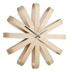Find the shapely Ribbonwood Clock made of bent wood with modern appearance made by Umbra, avialable in the home design shop. Design Shop, Deco Spa, Traditional Clocks, Ribbon Wall, Design3000, Back To Nature, Madeira Natural, Design Industrial