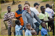 Gerard Butler Visits Liberia with Scottish charity Mary's Meals: December, 2013