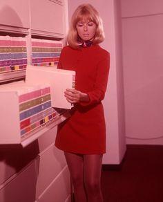 vintage everyday: 37 Vintage Portrait Photos of Sexy Secretaries in the 1960s
