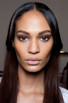 The model Joan Smalls transforms with makeup by Charlotte Tilbury and hair by Eugene Souleiman. Portrait Art, Portraits, Dark Skin Girls, Illustration Techniques, Night Makeup, Joan Smalls, Model Face, Flawless Face, Small Faces
