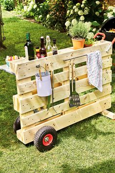 Diy Pallet Muebles de madera Últimos proyectos – Pallet ideas - the days Pallet Furniture Designs, Pallet Garden Furniture, Furniture Projects, Wooden Furniture, Furniture Decor, Pallette Furniture, Furniture Movers, Farmhouse Furniture, Cheap Furniture