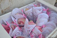 Conos de confetti para tu boda  #wedding #bodas #boda #bodasnet #decoración #decorationideas #decoration #weddings #inspiracion #inspiration #photooftheday #love #beautiful #rice #confetticones #ricecones Events, Love, Beautiful, Confetti Cones, Invitations, Paper Envelopes, Amor, El Amor, I Like You