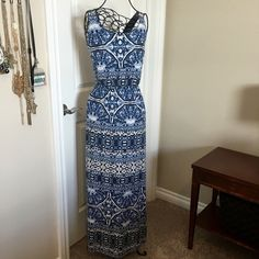 "printed maxi dress. nwot Great printed maxi dress. Never worn. New without tags. Soft. Good waistline.  ❌ No trades or off Poshmark transactions.   Quick shipping.   Offers welcome through ""Make an Offer"" feature.    Bundle discount.   ❔ Feel free to ask any questions. Sonoma Dresses Maxi"