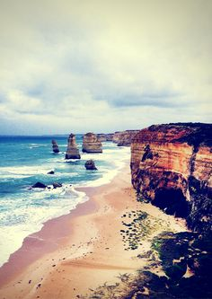 The Great Ocean Road might be the best drive in Australia. From amazing scenic views,Breathtakingly beautiful beaches, small resort towns, rainforest, steep cliffs, crystal clear water and Australian wildlife this road offers it all. So if you're heading to Melbourne, then make sure you take some time to travel the Great Ocean Road and use my extensive travel guide