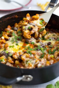 protein vegan recipes One pot vegetarian chilli mac - a cross between chilli and macaroni cheese! It& One pot vegetarian chilli mac - a cross between chilli and macaroni cheese! It& spicy, saucy, cheesy - and all done in one pan :) Veggie Recipes, Soup Recipes, Cooking Recipes, Healthy Recipes, Diet Recipes, Cooking Dishes, Cake Recipes, Mexican Recipes, Easy Vegitarian Recipes