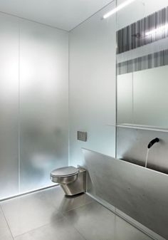 44 Minimalist Bathroom Mirror Designs Ideas For Luxury Home Minimalist Bathroom Mirrors, Bathroom Mirror Design, Bathroom Interior, Modern Bathroom, Bathroom Art, Washroom, Minimal Bathroom, Cheap Rustic Decor, Cheap Home Decor