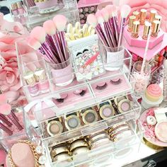 September is here It was time to do some makeup+decor organizing in my @glamboxes {Glam Petite}Storing all my @milanicosmetics favs!!! & of course my custom made {Brush & Lash} mirror by @vanityprimp PINK enough beauties?!?#slmissglambeauty