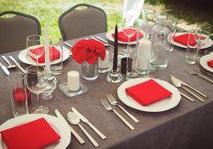 Szaro-czerwone nakrycie stołu | Dekoracja stołu na 60 urodziny | 60 lecie mężczyzny | Przyjęcie w ogrodzie z okazji 60 urodzin | Męska 60 Table Decorations, Home Decor, Decoration Home, Interior Design, Home Interior Design, Home Improvement