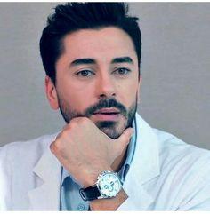 Heart Bit, Medical Wallpaper, Girl Hiding Face, Actor Studio, Love Stars, Turkish Actors, Art Girl, Actors & Actresses, Cute Girls