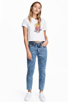 ankle-length jeans in washed denim with a high waist, zip fly and button. Slim legs with cut-off, frayed hems. Jean Outfits, Casual Outfits, Slim Mom Jeans, Cut Off Jeans, Ankle Jeans, Slim Legs, Blue Denim, Washed Denim, Denim Jeans