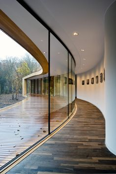 Villa K, Alkmaar, The Netherlands by ARCHITECTENCSK Modern Villa floot on top of old dunes surrounded by a natural oak forest