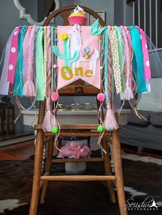 These 17 Fun Llama Party Ideas will have you throwing a fiesta in no time. Get ideas for llama party decorations, cakes, favors, party supplies and more. 1st Birthdays, First Birthday Parties, Birthday Party Themes, Birthday Ideas, Birthday Banners, Birthday Invitations, Birthday Crowns, Themed Parties, Llama Birthday