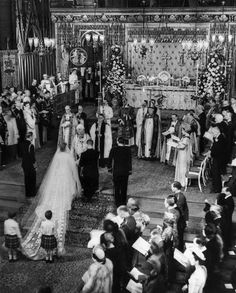 Princess Elizabeth marries Prince Philip, 20 November 1947.    Getty Images / Hulton Archive