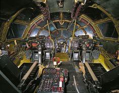 世界の戦車・ヘリ・飛行機のコックピットの画像 >エノラ・ゲイ > 広島に原爆を投下した「B-29」。現在はスミソニアン博物館に展示されています