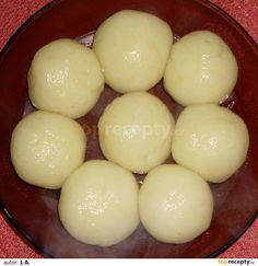 Knedliky - Czech Dumplings without flour or eggs It worked well. I used tapioca starch. Slovak Recipes, Czech Recipes, Russian Recipes, Low Carb Recipes, Vegetarian Recipes, Cooking Recipes, Eastern European Recipes, Modern Food, Food 52