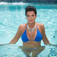 Click here to see Kris Jenner in a highly-Photoshopped bikini photo!