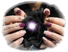 Unhas em Gel em cor beringela & nude com nail art com gliters e perola dourada <3