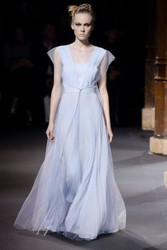 Vionnet Spring 2016 Ready-to-Wear Collection Photos - Vogue http://www.vogue.com/fashion-shows/spring-2016-ready-to-wear/vionnet/slideshow/collection#4
