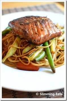 Honey Teriyaki Salmon with Noodles  #stirfry #honey #teriyaki #salmon #Lowfat #healthyeating