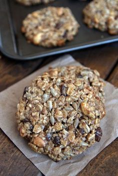 These healthy Peanut Butter Banana Breakfast Cookies are a nutritious and delicious breakfast treat, snack and could even be a healthy dessert. Protein Dinner, Protein Lunch, Healthy Protein Snacks, Healthy Drinks, Banana Breakfast Cookie, Peanut Butter Breakfast, Healthy Peanut Butter, Pancakes Protein, Comfort Food