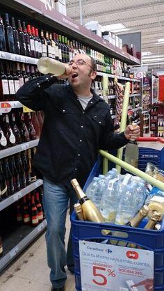 Comprando las bebidas para la boda en Carrefour