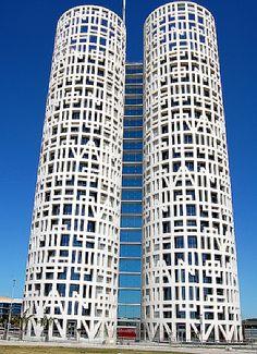 Torres de Hercules by Rafael de La-Hoz in Los Barrios, Spain. (126 m, 21 floors)