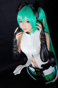 futuristic look, cosplay girl, azure, miku hatsune 初音ミク