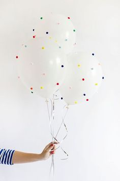 DIY Pom Pom Balloons Steps: Inflate balloons, tie with ribbon, and set aside. Apply a small dab of hot glue to a pom-pom and gentle stick onto balloon. Continue until balloon is covered on all sides with scattered pom-poms. Glitter Ballons, Up Balloons, Glitter Nikes, Balloon Arch, Air Balloon, Diy Party Decorations, Balloon Decorations, Banquet Decorations, Diy Birthday
