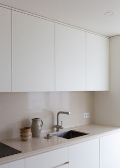 Carnide Apartment is a minimalist apartment located in Lisbon, Portugal, designed by Lola Cwikowski Minimal Kitchen Design, Minimalist Kitchen, Interior Design Kitchen, Kitchen Decor, Minimalist Apartment, Parisian Apartment, Apartment Layout, Interior Plants, Kitchen Living