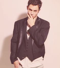 Penn Badgley, I love the way he looks in this photo.