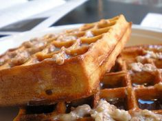 Looking for a great brunch to enjoy with family and friends? Read our list of the top six brunch restaurants in El Born, Barcelona, Spain. Banana Waffles, Frozen Waffles, Pumpkin Waffles, Pancakes And Waffles, Homemade Waffles, Brunch Spots, Waffle Recipes, Freezer Meals, Love Food