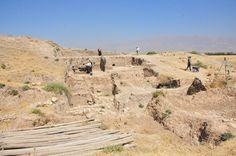 The excavation at Bakr Awa has unearthed several settlement layers. Not the foundation stones, which probably date back to the early Bronze Age.    (Photo and info by Osama S.M. Amin) -- Ancient History Encyclopedia