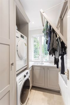55 Inspiring Small Laundry Room Design Ideas - Home-dsgn Boot Room Utility, Small Utility Room, Utility Room Storage, Utility Room Designs, Small Laundry Rooms, Laundry Room Organization, Laundry Storage, Laundry Shelves, Laundry Drying