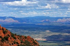The Verde Valley from Mingus Mountain (creative commons licence, image by Peter Thody), one of the most interesting wine regions in the world! Camp Verde Arizona, Sedona Arizona, Jerome Arizona, Arizona Usa, The Beautiful Country, Beautiful Places, Cottonwood Az, Places To Travel, Places To Go