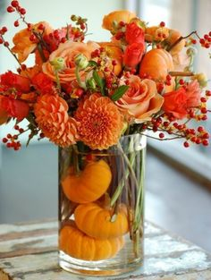 17 DIY Fall Table Decorations That'll Inspire You During a seasonal time like this, inspirations will be everywhere. This time I want to share some DIY Fall table decorations for your home! Thanksgiving Centerpieces, Thanksgiving Table, Diy Centerpieces, Pumpkin Centerpieces, Thanksgiving Flowers, Dining Centerpiece, Thanksgiving Wedding, Fall Wedding Centerpieces, Christmas Tables