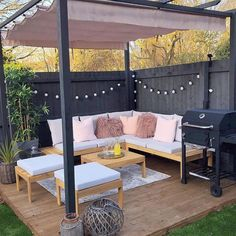 20 Beautiful Backyards That Will Inspire You to Spruce up Your Outdoor Space This Summer Backyard Seating, Outdoor Seating Areas, Garden Seating, Backyard Patio, Outdoor Spaces, Outdoor Decor, Apartment Backyard, Outdoor Garden Rooms, Outside Seating Area