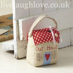 how to make a door stop Fabric Crafts, Sewing Crafts, Sewing Projects, Diy Projects To Try, Craft Projects, Doorstop Pattern, Diy Doorstop, Fabric Door Stop, Shabby Chic Accessories