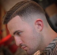 The gentleman haircut is a classic men's haircut, compared to the olden days, where only a few haircuts like the comb over and the side part were considered to be Gentlemen's hairstyles. Side Part Pompadour, Pompadour Style, Kinds Of Haircut, Haircut Styles, Long Slicked Back Hair, Comb Over Styles, Classic Mens Haircut, Old Fashioned Hairstyles, Short Comb Over