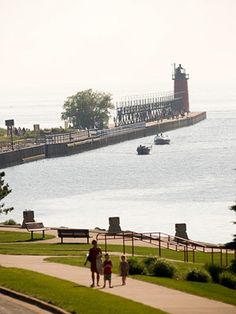 Whether you're searching for serenity or want to make a splash, we have the place for your perfect lakeside vacation. SOUTH HAVEN, MICHIGAN! Michigan Vacations, Michigan Travel, Lake Michigan, Wisconsin, Vacation Destinations, Vacation Spots, Lake Vacations, Midwest Vacations, Vacation Ideas