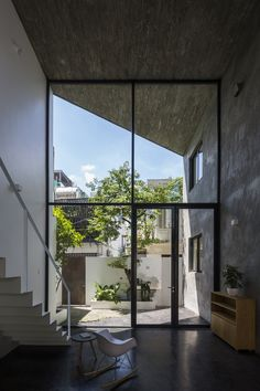 Double-height glazed walls help draw light into NGA House, designed by Vietnam practice Sanuki Daisuke Architects for a tight plot in Ho Chi Minh City. High Building, Building A House, Open Space Living, Living Spaces, Open Spaces, Living Area, Interior Exterior, Exterior Design, Concrete Houses