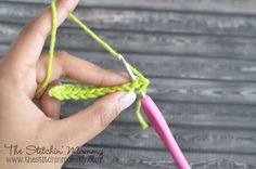 A step by step photo tutorial explaining how to do the single crochet stitch. Post number two of my Crochet 101 series.