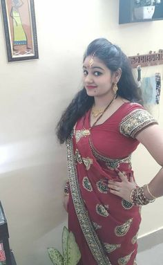 Beauty Women, Beauty Full Girl, Desi Girl Image, Girls Image, India Beauty, Sari, Indian Beauty Saree, Beautiful Saree, Auntie