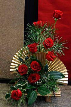 The Floral World of Flower Arrangements Christmas Flower Arrangements, Ikebana Flower Arrangement, Beautiful Flower Arrangements, Beautiful Flowers, Flower Arrangement Designs, Exotic Flowers, Purple Flowers, Altar Flowers, Church Flowers