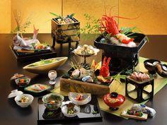 慶事の会席料理  ※慶事の会席料理(鳳凰)写真の伊勢海老姿づくりと前菜は3人前です。