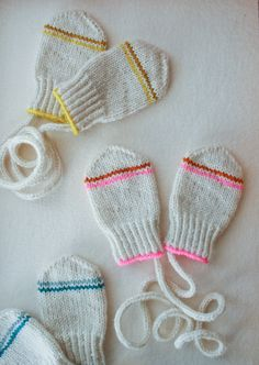 Laura's Loop: Infant Mittens - Knitting Crochet Sewing Crafts Patterns and Ideas! - the purl bee Baby Mittens Knitting Pattern, Knit Mittens, Knitting For Kids, Knitting Patterns Free, Free Knitting, Knitting Projects, Purl Bee, Crochet Baby, Knit Crochet