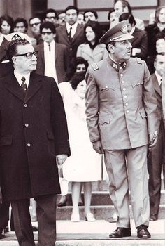Presidente Allende y el General de ejercito Carlos Prats Latino Americano, Pablo Emilio Escobar, Cultura General, Fidel Castro, Military Pictures, Political Issues, Socialism, Special People, Social Science