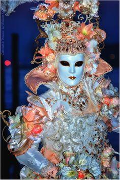 A vision in Peach, very pretty, Carnevale di Venezia  Susanne Kämmner