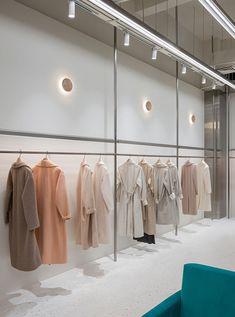 Wellsky Boutique, Hangzhou, China / Xian Xiang Design — urdesignmag Source by clothing store Boutique Interior, Clothing Store Interior, Clothing Store Design, Modegeschäft Design, Rack Design, Hangzhou, Fashion Store Design, Fashion Stores, Boutiques